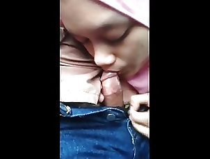 Asian;Blowjobs;Malaysian;Homemade;Hijab Blowjob;Hijab;Driving Hijab Blowjob while Driving (Malay)