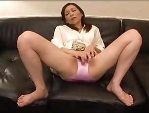 Asian;Fingering;Masturbation;Japanese;MILFs Japanese mommy widow masturbates